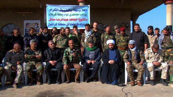 تصویر دیدار نماینده دفتر آیت الله العظمی شیرازی با نیروهای رزمنده مردمی عراق