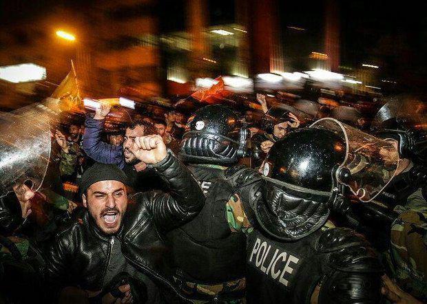 تصویر ادامه اعتراضات شیعیان کشورهای مختلف به اعدام شهيد آيت الله نمر،  و تیراندازی نیروهای سعودی به سوی تظاهرکنندگان ، در شرق عربستان