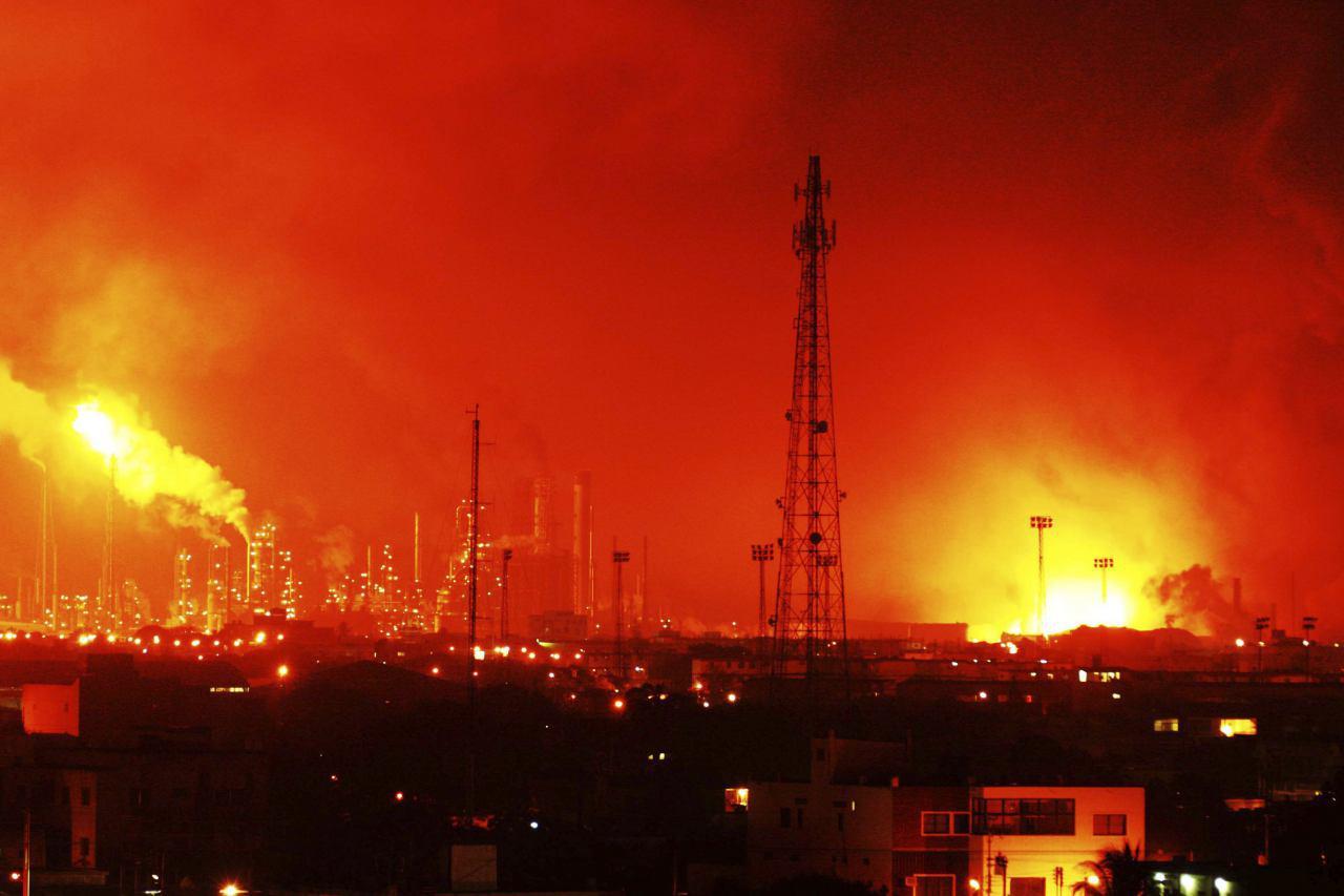تصویر آتش سوزی مهیب در پالایشگاهی در منطقه الشرقیه عربستان