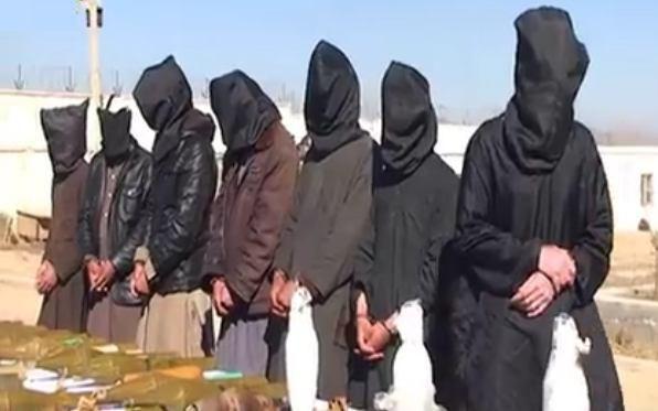 تصویر بازداشت ۷ تروریست داعش در لوگر افغانستان