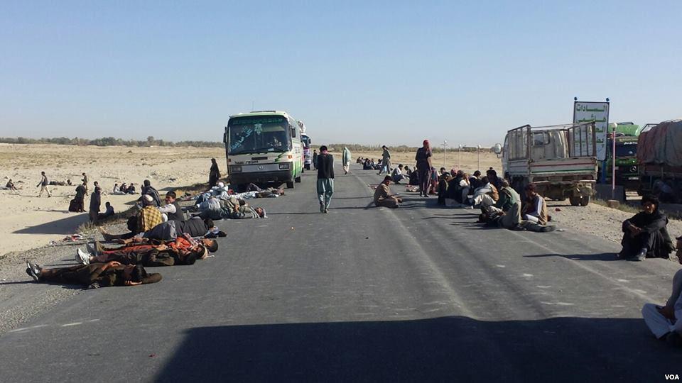 تصویر ربودن صد مسافر در ولايت فارياب افغانستان