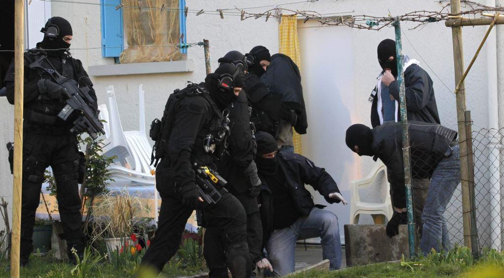 تصویر بازداشت هشت تن از تروریست های داعش در آذربایجان
