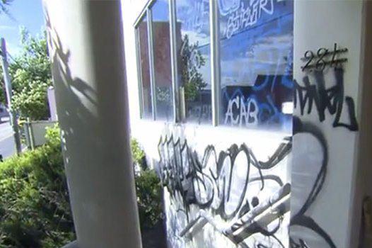 تصویر حمله به يك مرکز اسلامی و اهانت به قرآن در استرالیا
