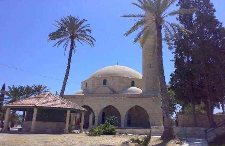 تصویر مسجدی تاریخی در قبرس به آتش کشیده شد