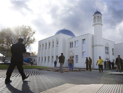 تصویر مخالفت با بازگشایی مسجدی در شرق پاریس