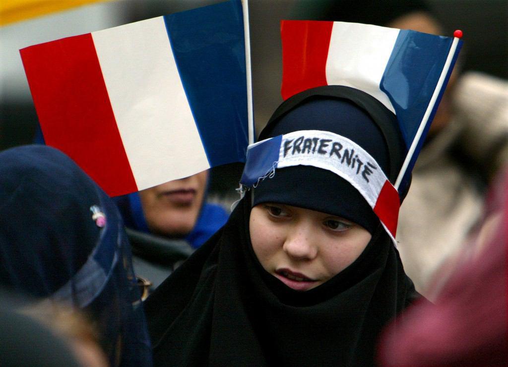 تصویر حبس و جريمه نقدى به دليل استفاده از حجاب در فرانسه