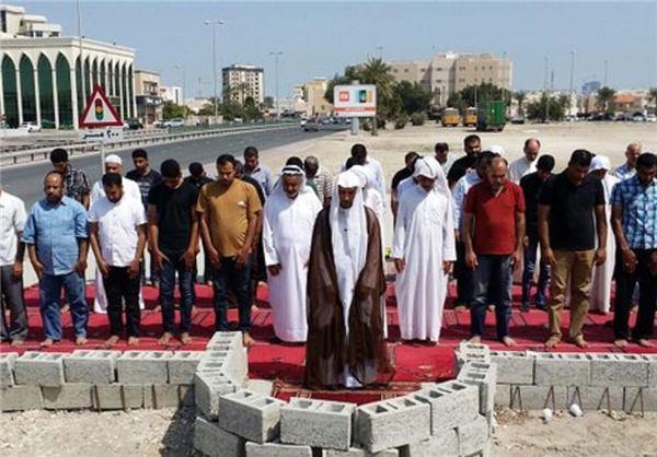 تصویر اقامه نماز در مسجد تخریب شده «العلویات» بحرین