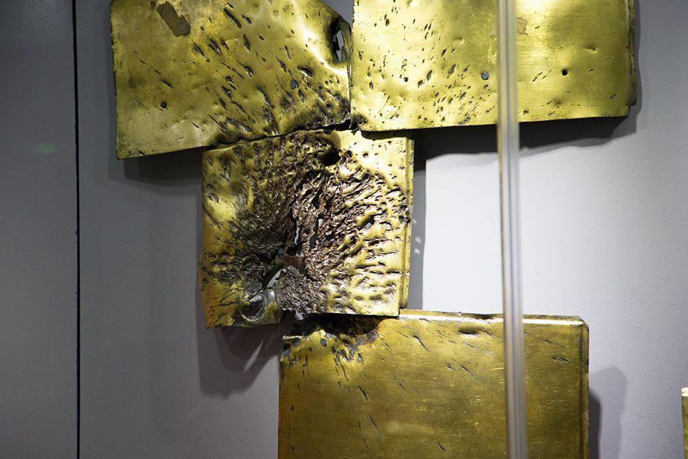 تصویر برگزاری نمایشگاه تعرض نظام بعث به بارگاه حضرت عباس علیه السلام