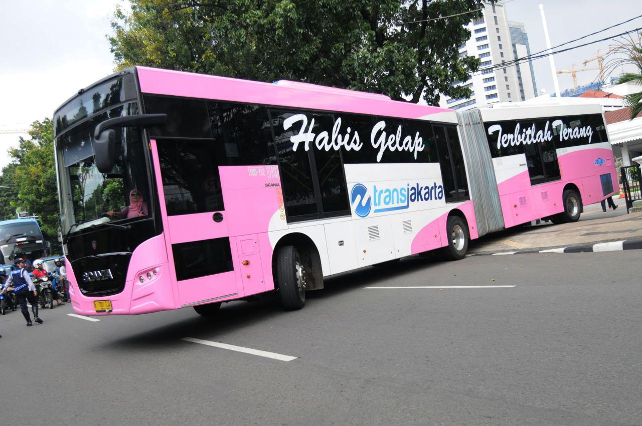 تصویر نخستین اتوبوس ویژه بانوان در جاکارتای اندونزی