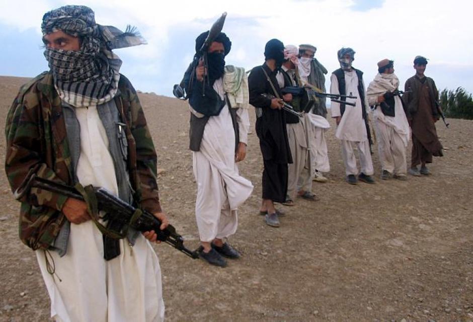 تصویر درگيري ميان نيروهاى امنيتى افغانستان با تروريستهاى طالبان در ولايت باغديس