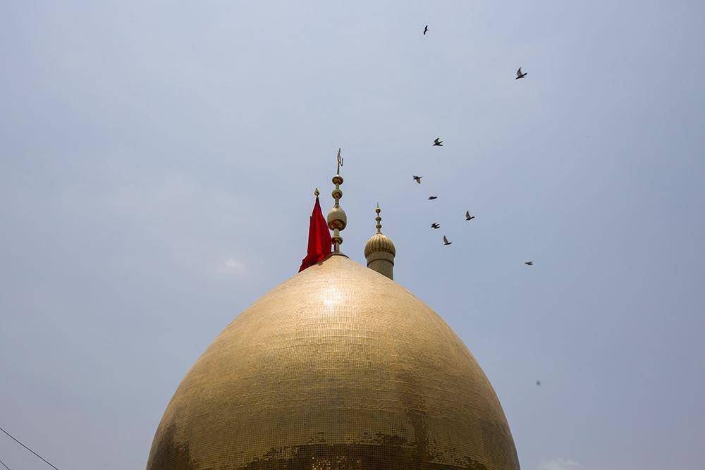 Photo of اهتزاز پرچم گنبد حرم حضرت عباس علیه السلام بر فراز  شهر بنگلور هند