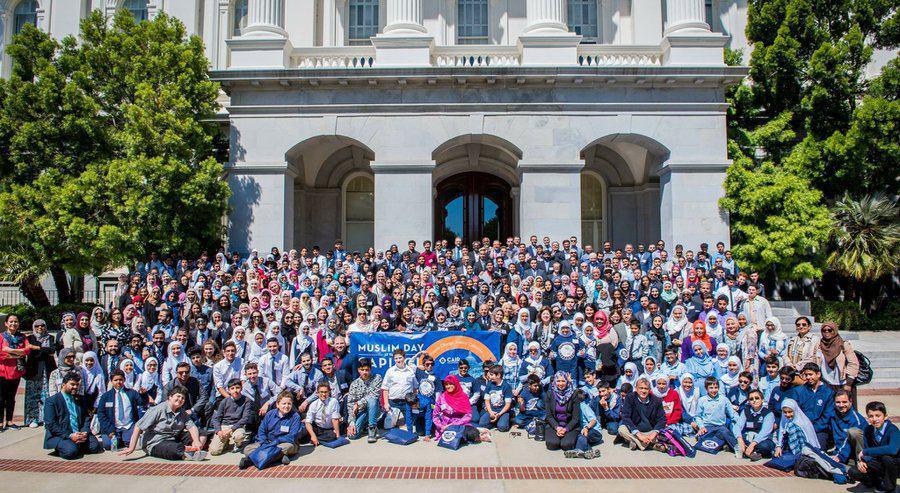 تصویر برگزاری جشن «روز مسلمان» مقابل ساختمان پارلمان «کالیفرنیا»