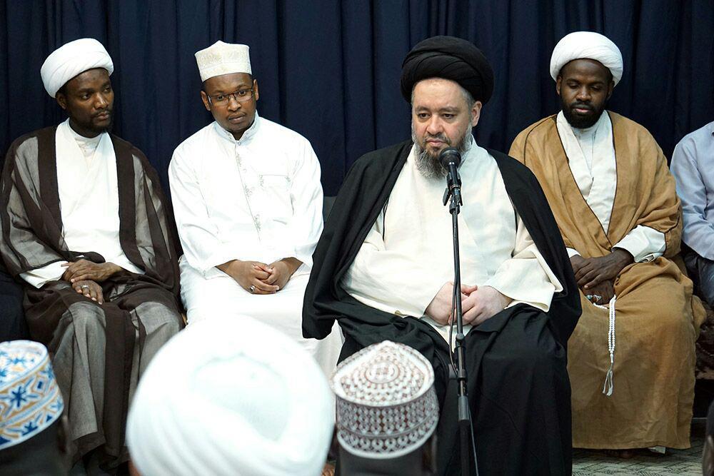 تصویر حضور جمع کثیری از شیعیان آفریقایی تبار در بیت آیت الله العظمی شیرازی
