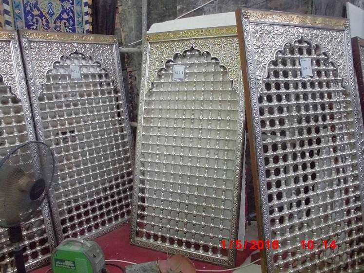 تصویر نصب دوباره ضریح قدیمی امام حسین علیه السلام