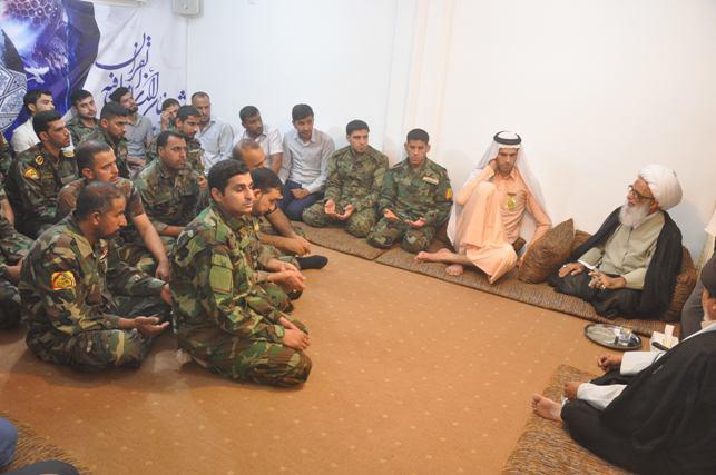 تصویر دیدار جمعى از نیروهای مدافع عتبات عاليات با آیت الله العظمی شيخ بشیر نجفی