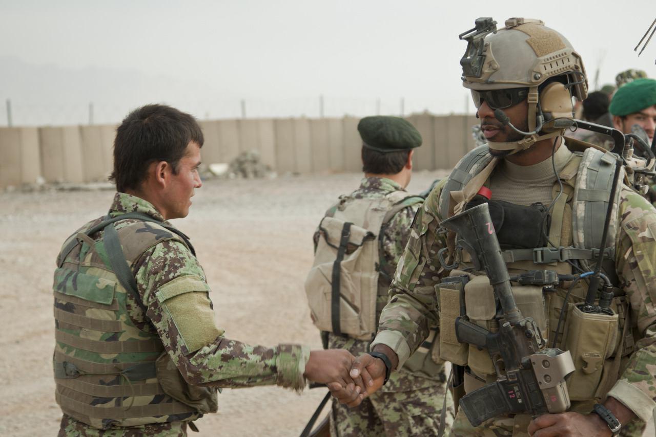 تصویر وال استریت ژورنال افشا کرد: استفاده ارتش آمریکا از نظامیان افغانستان به عنوان سپر در میدان جنگ
