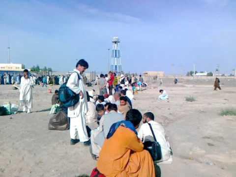 تصویر بیتوجهی مقامات پاکستانی، گرمای هوا و به خطر افتادن سلامت ۲۰۰ زائر شیعه در مرز «تفتان»