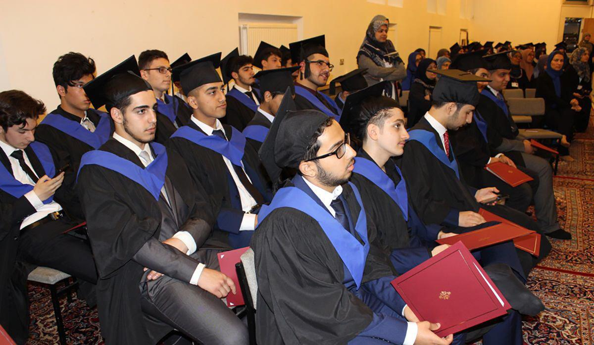 تصویر جشن فارغ التحصیلی دانش آموزان مدارس اسلامی الصادق علیه السلام  و الزهرا سلام الله علیها در لندن