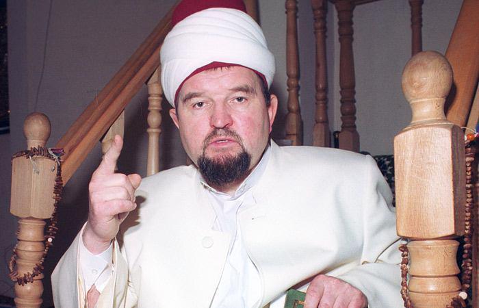 تصویر بازداشت امام جماعت افراط گراى مسجدی در مسکو