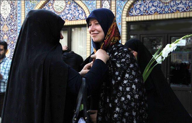 تصویر دختر اوکراینی در امامزاده صالح مسلمان شد