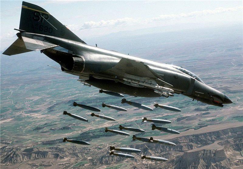 تصویر حمله هوایی آمریکا در شرق افغانستان جان ۱۳ عضو یک خانواده را گرفت
