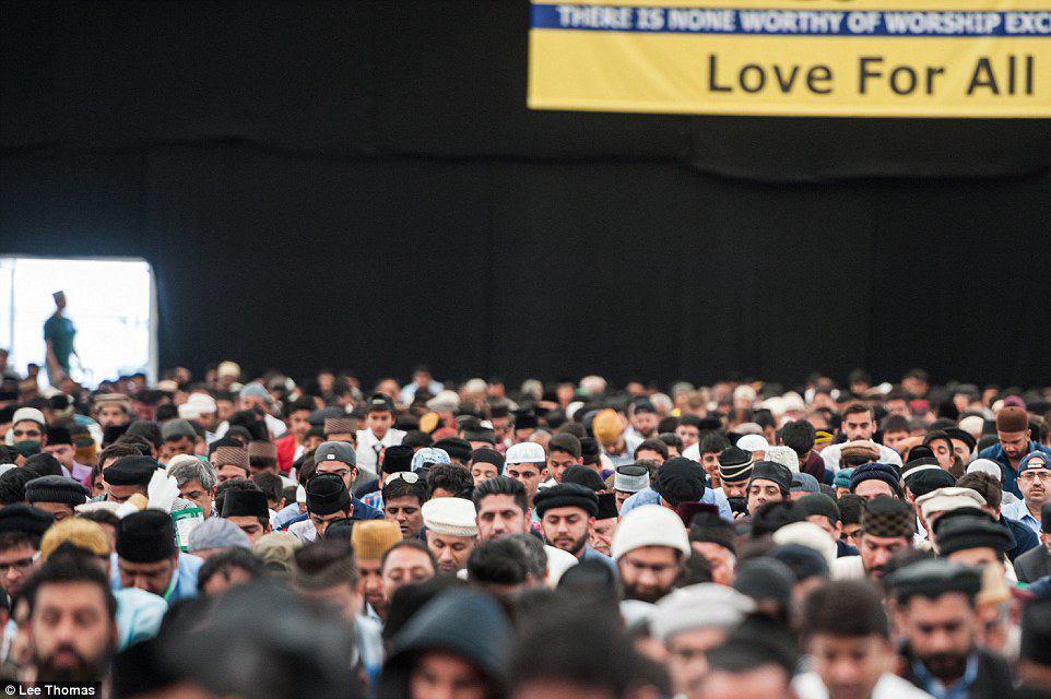 تصویر حضور بیش از 30 هزار مسلمان از سراسر دنیا در گردهمایی محکومیت داعش در انگلیس