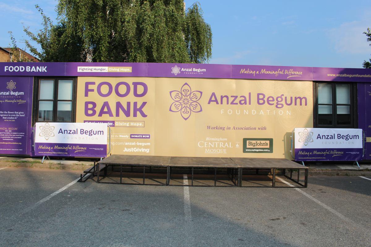تصویر افتتاح بانک غذای بیخانمانها در مسجدی در انگلیس