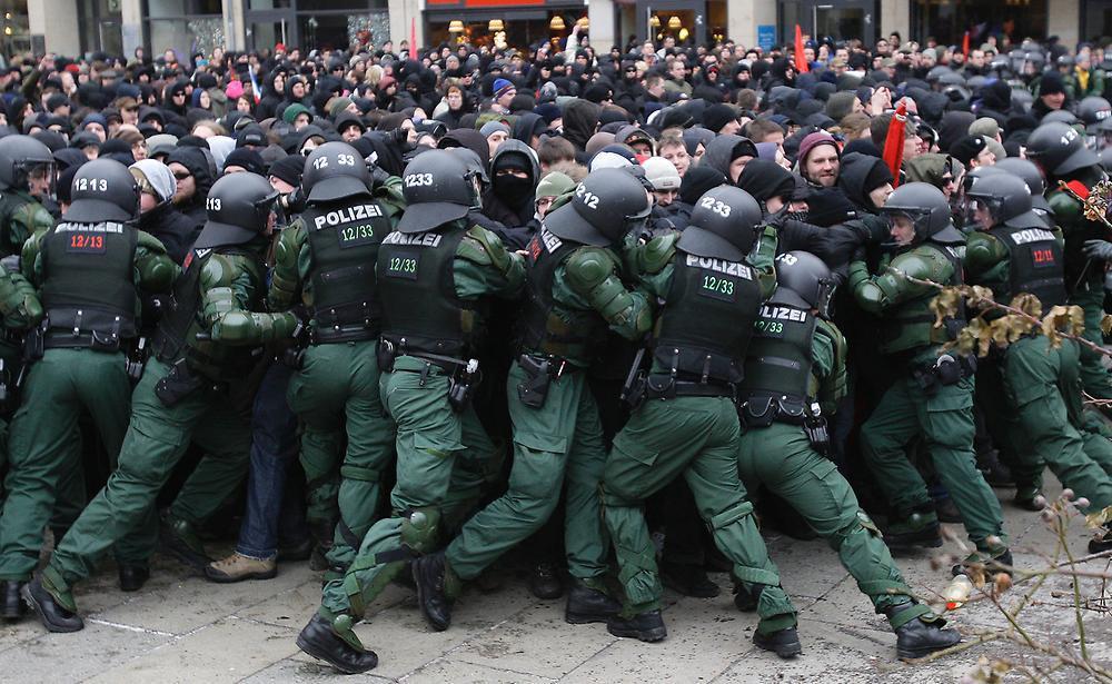 تصویر درگيرى تظاهرکنندگان ضداسلام با پليس برلین