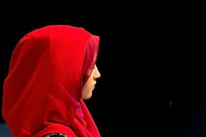 تصویر جریمه هزار یورویی برای آرایشگر اسلامستیز نروژی