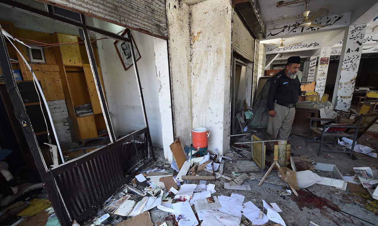 تصویر حمله انتحاری به مسجدی در شمال غرب پاکستان