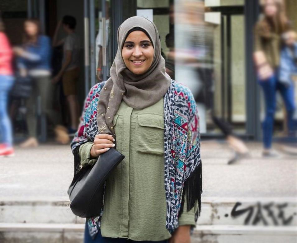 تصویر مبارزه موفقیت آمیز دانشجوی مسلمان اسپانیایی برای حجاب