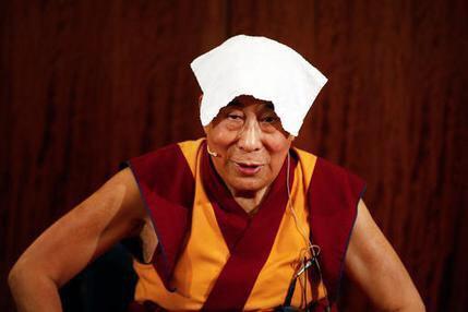 تصویر رهبر بوداييان تبت: هر کس اقدام تروریستی انجام دهد مسلمان نیست