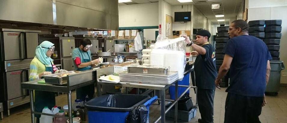 تصویر اطعام بیش از ٢٥٠٠ نیازمند توسط سازمان (حسین کیست) در شهر بوستون امریکا