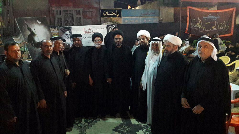 تصویر بازدید هیئتى به نمایندگی دفتر آیت الله العظمی شیرازی از هیئات و مواکب حسینی در کشور عراق
