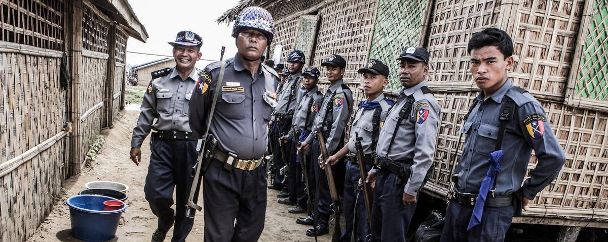 تصویر ممنوعیت قرائت و یادگیری قرآن در خانههای مسلمانان میانمار
