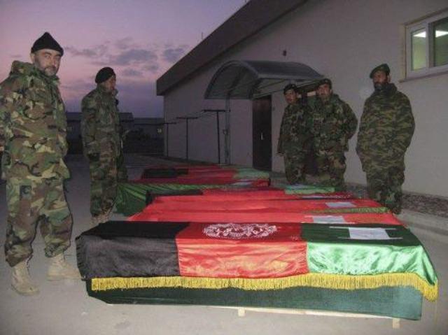 تصویر گلوله باران سربازان اسير طالبان