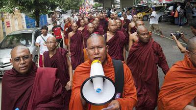 تصویر مسلح نمودن بودایی های افراطی میانمار بر علیه مسلمانان