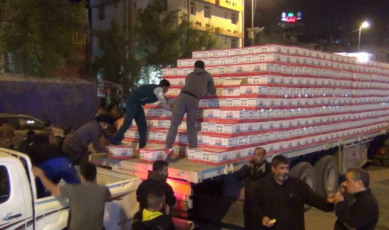 تصویر توزیع 3 میلیون بطری آب آشامیدنی توسط هیئت خادمان اهل بیت علیهم السلام در شهرمقدس كربلا
