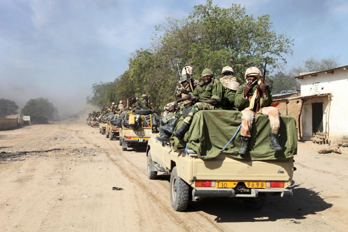 تصویر صدها نفر از تروریستهای بوکو حرام تسلیم شدند