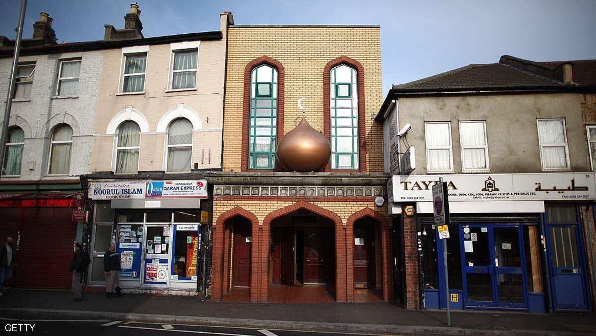 تصویر تعرض به بيش از ١٠٠ مسجد و مركز اسلامى طى چهار سال اخير در بريتانيا