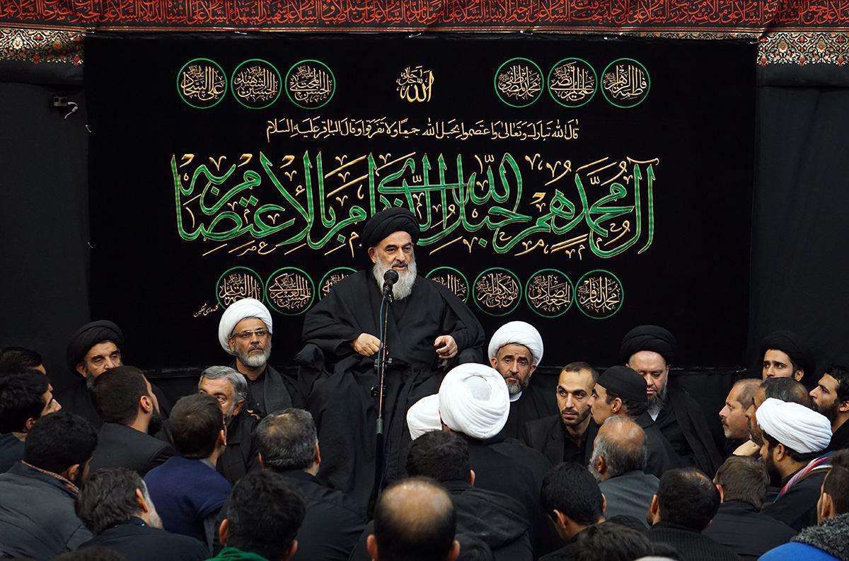 تصویر گردهمايى بزرگ عزاداران شهادت پیامبر اکرم صلى الله عليه و آله در محضر آيت الله العظمى شيرازى