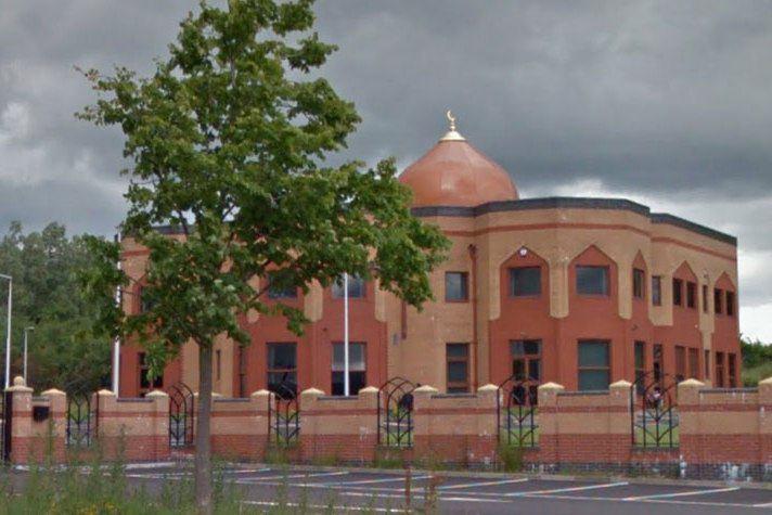 تصویر نوشتن شعارهايى ضد مسلمانان بر ديوار مسجدى در اسكاتلند
