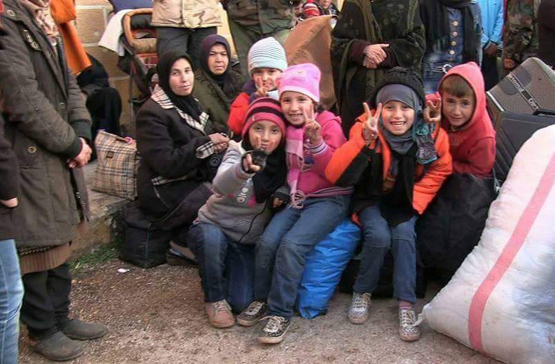 تصویر سرماى شديد و كمبود سوخت در شهرهای شيعه نشين  فوعه و کفریا تحت محاصره سنى هاى تندرو