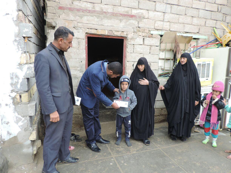 تصویر بازديد مدير مركز فرهنگى – اسلامى ديوانيه از خانواده هاى شهداى عراق