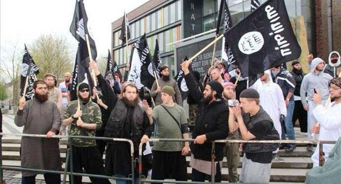 Photo of جمع آورى هزاران نسخه قرآن با ترجمه ی انحرافی، در آلمان