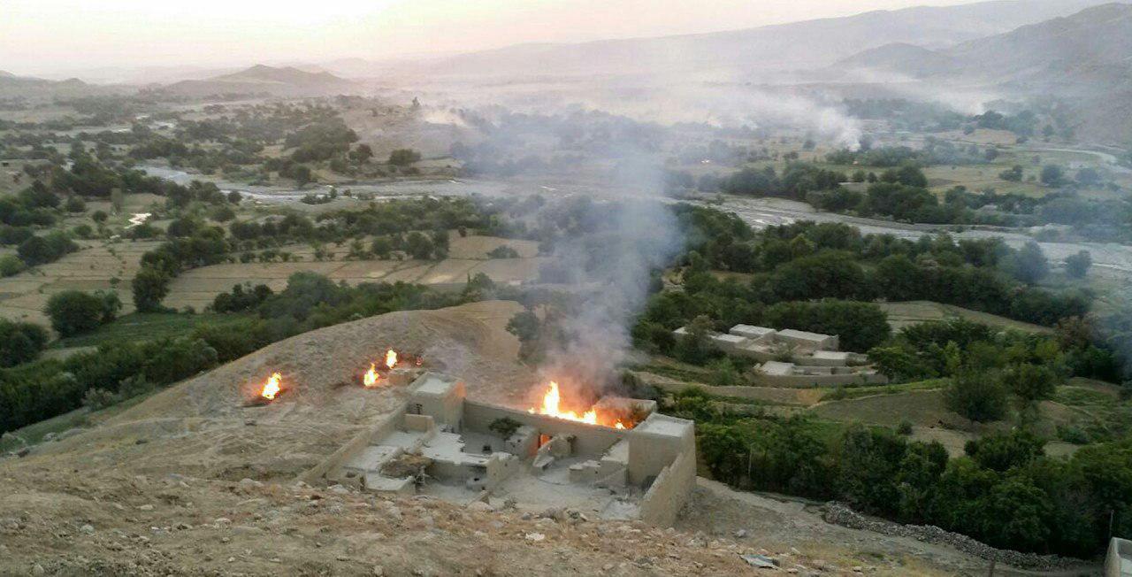 تصویر داعش ۶۰ خانه را در ننگرهار افغانستان به آتش کشید