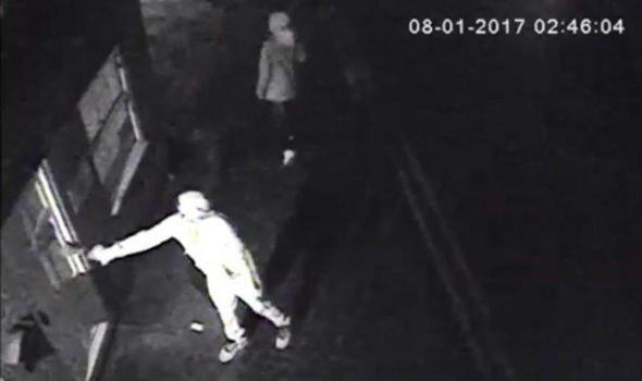 تصویر حمله نژادپرستانه به یک مرکز اسلامی در انگلیس