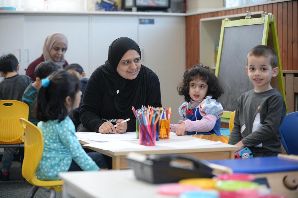 تصویر استقبال غیرمسلمانان اسکاتلند از مهد کودک اسلامی