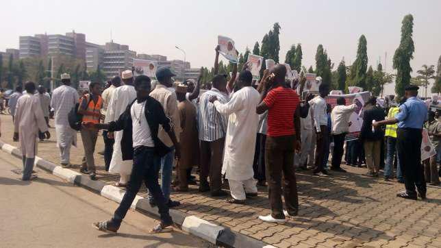 تصویر حمله نیروهای پلیس نیجریه به تجمع شیعیان در ابوجا