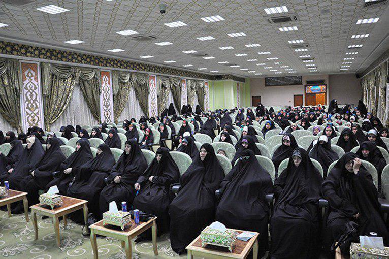 تصویر گردهمایی بانوان حافظ قرآن عراق در شهر مقدس کربلا